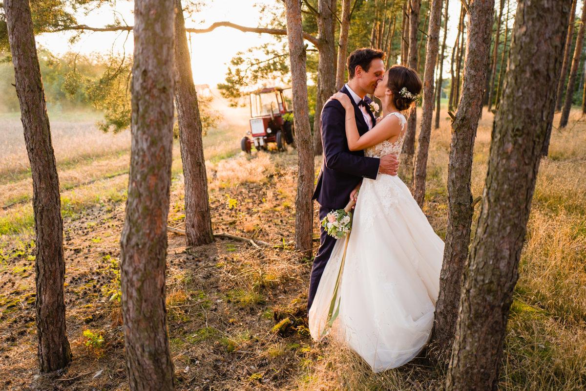 romantyczne zdjecia slubne las laka