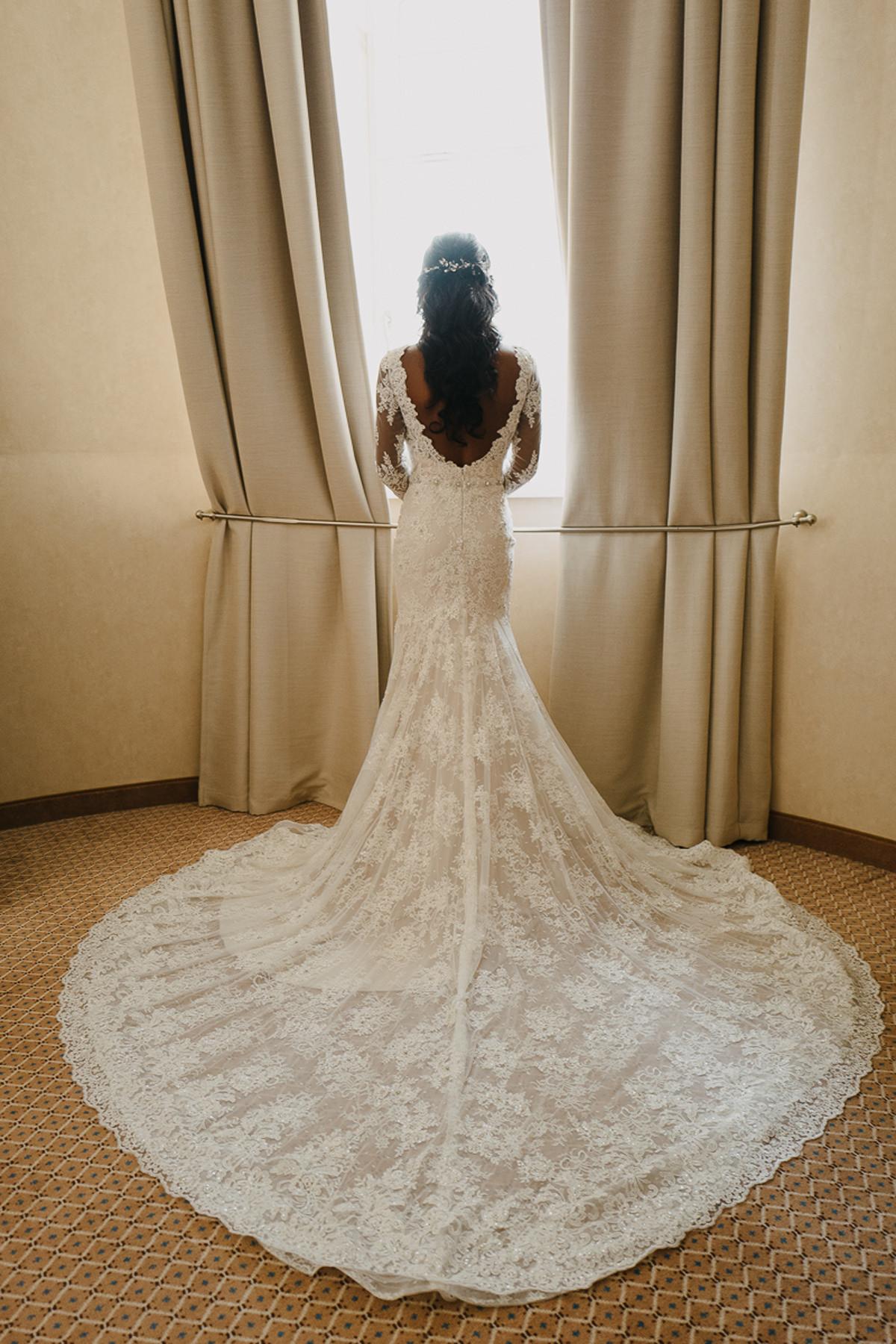 suknia slubna z trenem zdjecie