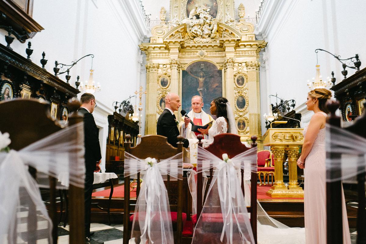 przysiega slubna kosciol zdjecie oltarz