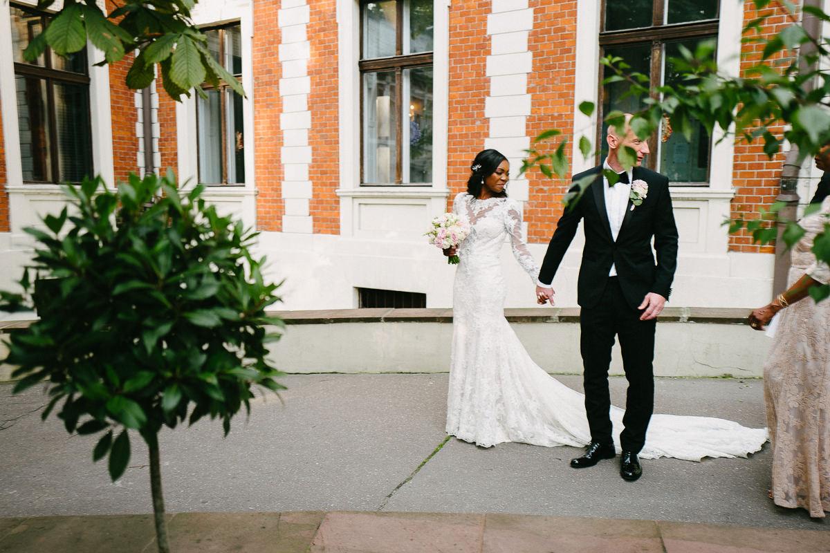 para mloda wejscie na sale weselna