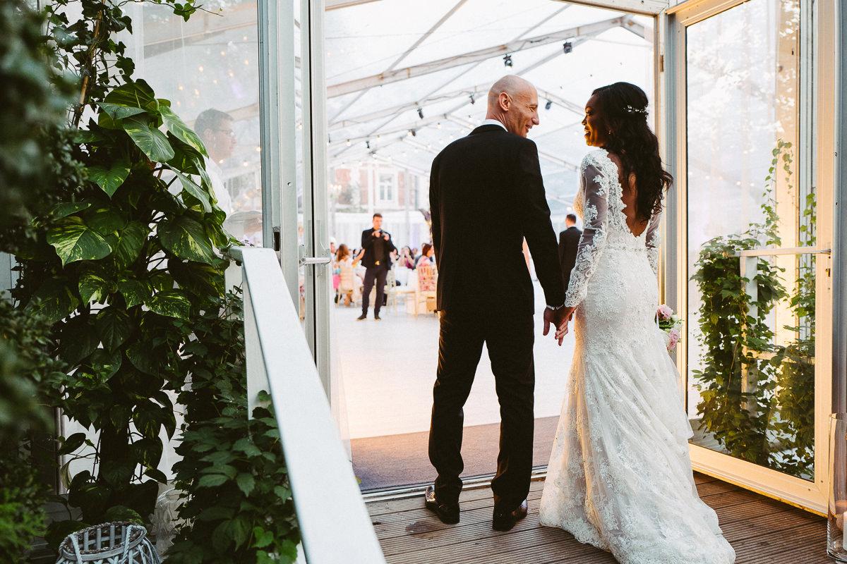 oara mloda wejscie na sale weselna zdjecie
