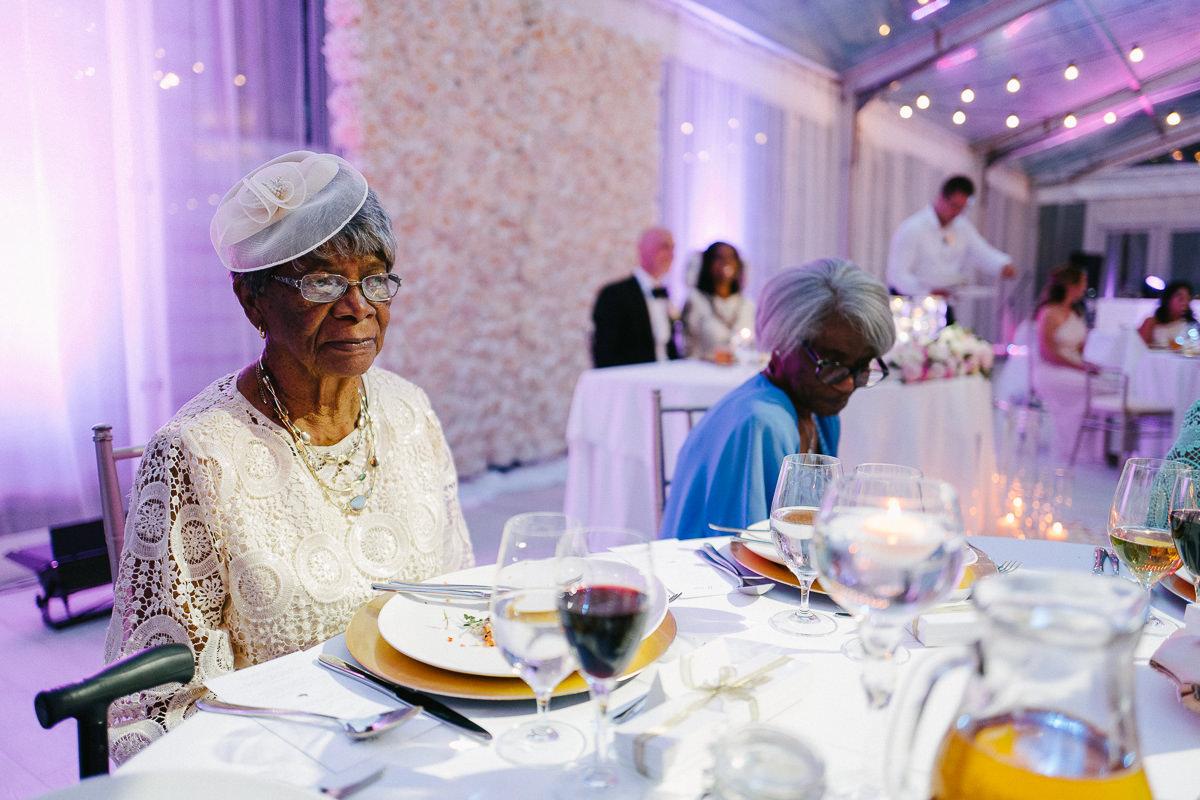 babcia na weselu zdjecie