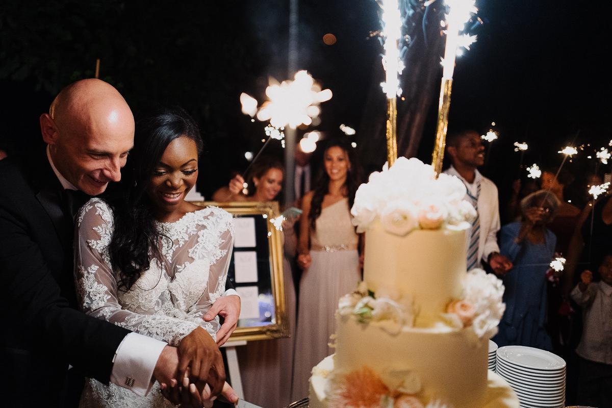 krojenie tortu weselnego zdjecie