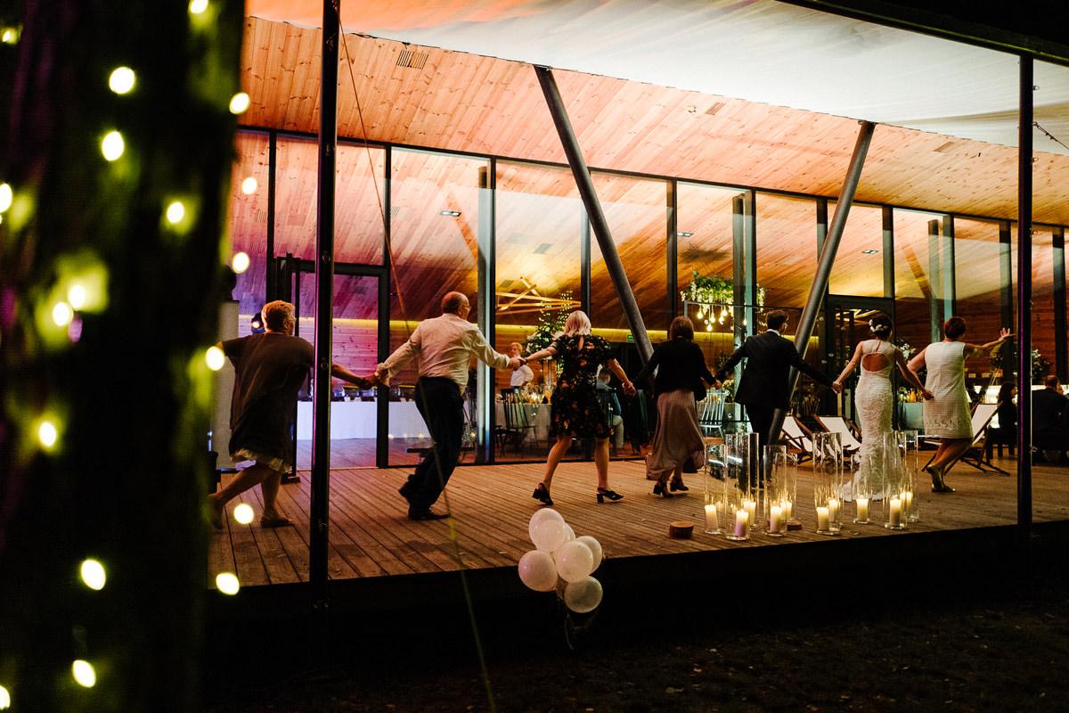 tance na weselu miedzy deskami tomaszkowo zdjecie